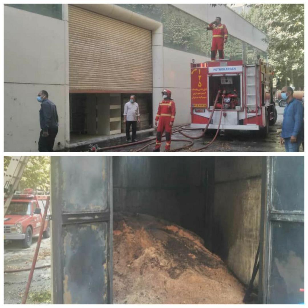 اطفاء حریق رخ داده در یک کارگاه چوببری واقع در شهرک بهسازی صنایع چوب ایران توسط آتشنشانان شهر احمدآبادمستوفی