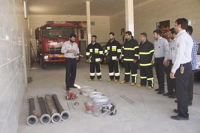 ادامه دورههای آموزشی آتش نشانان شهرداری احمدآباد مستوفی