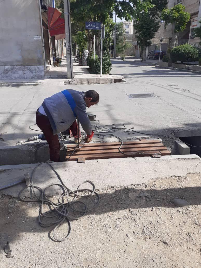 ساخت و نصب پل پیاده رو به سواره در کوچه شهید دمبادامی