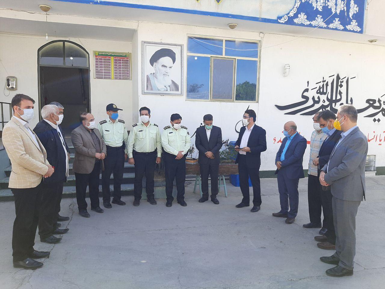 دیدار مسئولین شهر و بخش احمدآباد مستوفی با فرماندهان کلانتری 14 به مناسبت هفته نیروی انتظامی