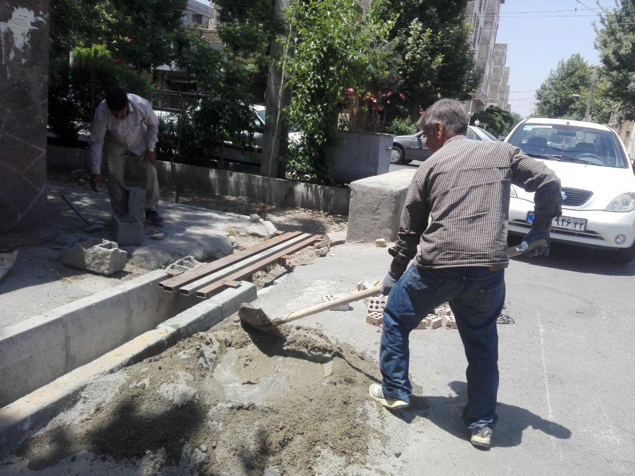ساخت و نصب پل پیاده راه به سواره راه ابتدای خیابان لاله های انقلاب دوم