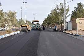 خبر مسئول فنی عمرانی شهرداری احمدآباد مستوفی از ادامه بهسازی معابر شهر و اجرای روکش آسفالت خیابان ها