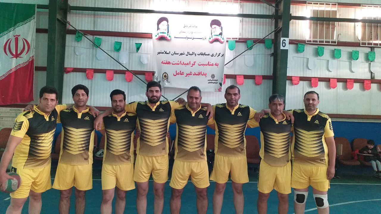 حضور تیم والیبال پرسنل شهرداری احمدآباد مستوفی در مسابقات والیبال ادارات شهرستان اسلامشهر