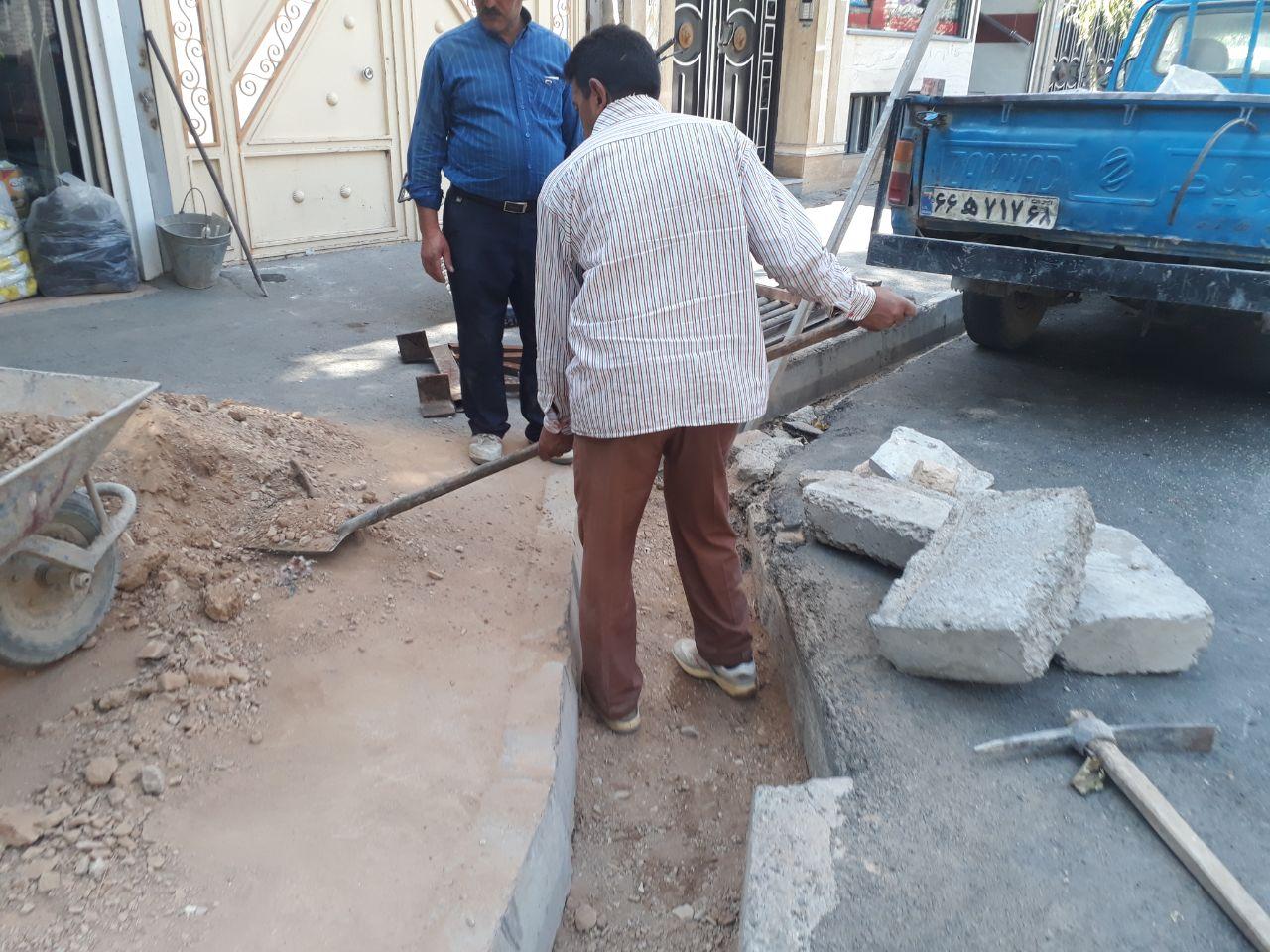 کف سازی و رفع مشکلات بستر جوی آب خیابان شهید رنجبر